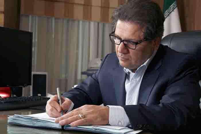 علی انصاری، خود را محدود به یک فیلد کاری نکرد