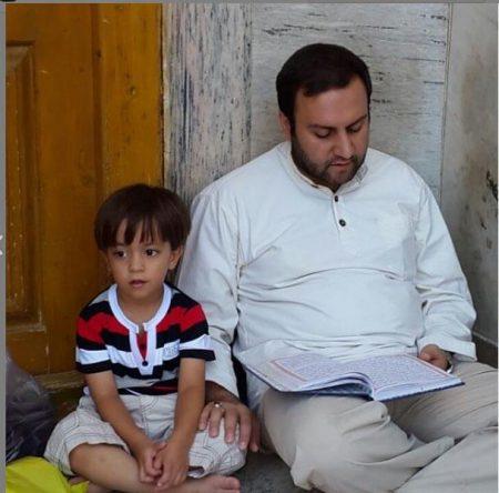 محسن پیرهادی در کنار پسرش محمد